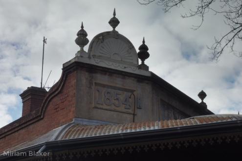 1854 building (800x533)