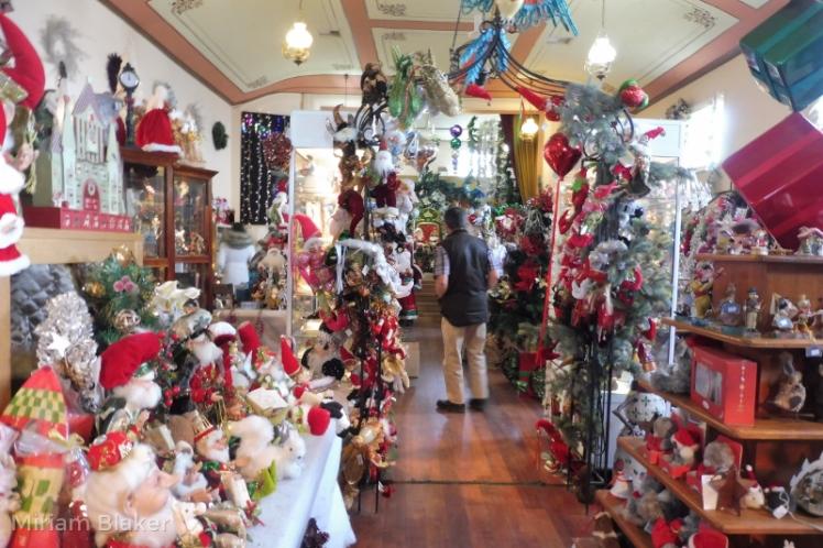 Inside Christmas shop (800x533)