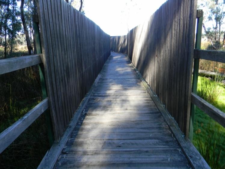 shadowed-walkway-800x600
