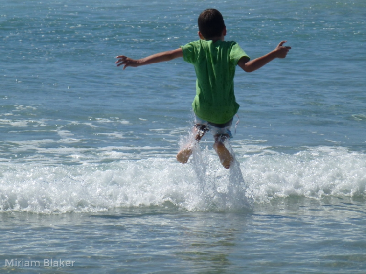 daniel-jumping-the-waves-800x600