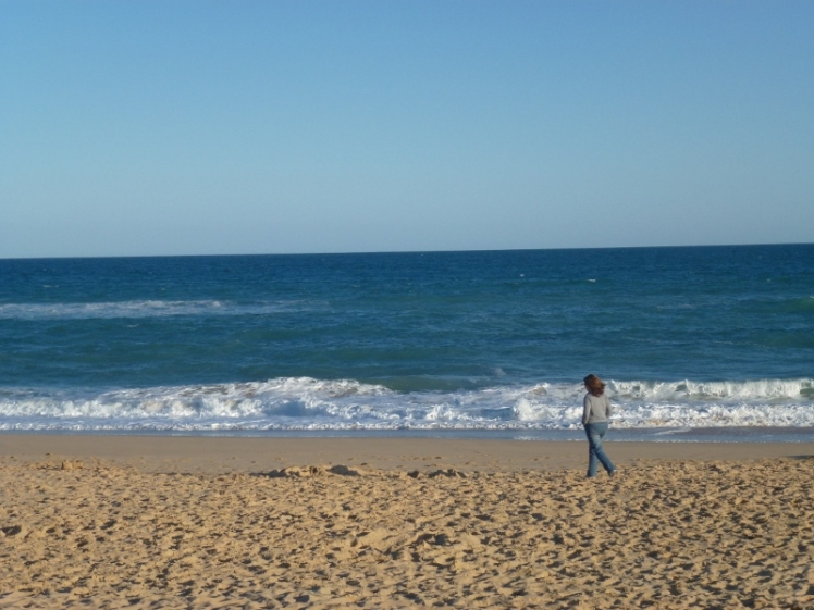 walking-lakes-entrance-beach-800x600
