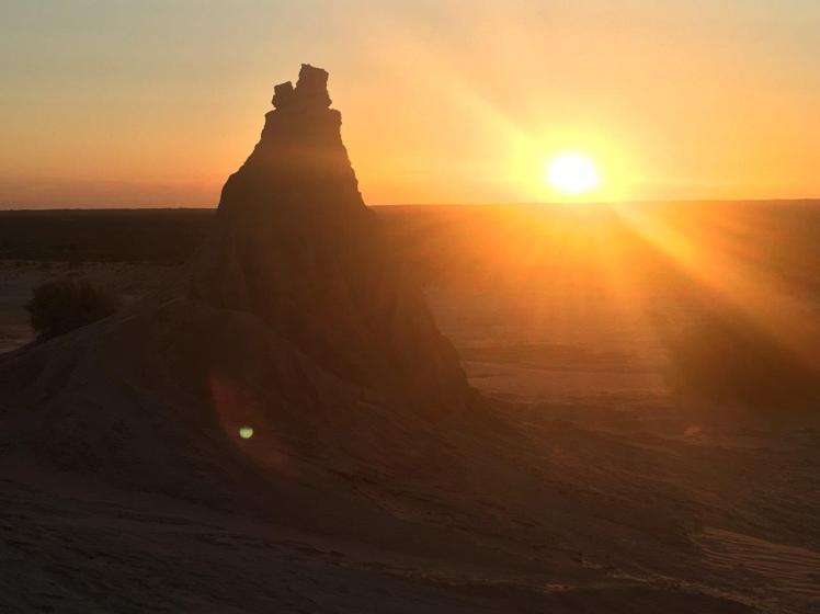 lunette sunset